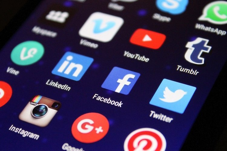 How To Achieve Customer Success With Social Media